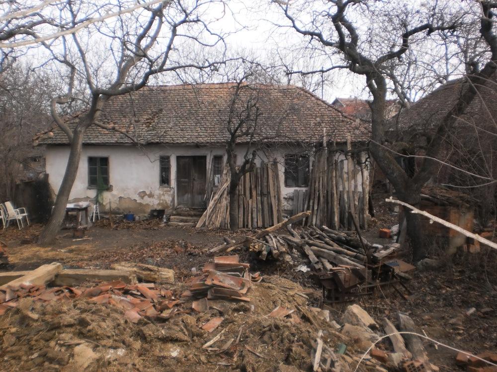 """Слика пропадања: кућа пок. Миљка """"Папе"""", Мишљеновац, центар, 2010"""