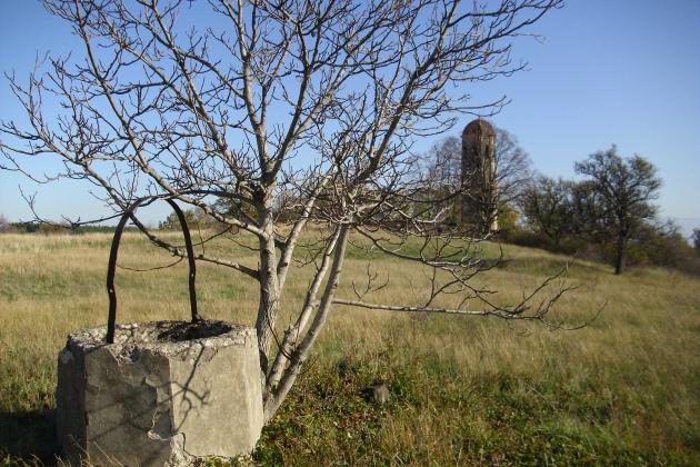 црква и бунар у селу ображда, јужна србија, планина радан, новембар 2013. фотодокументација заветина